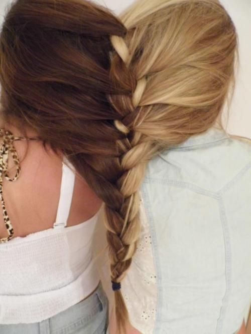 Hahaha this is funny:  the best friend braid... when you don't want to go home!! :] it's even in the shape of a heart<3 hahaha Aubrey do this to our hair please :] yours is long enough!! :]