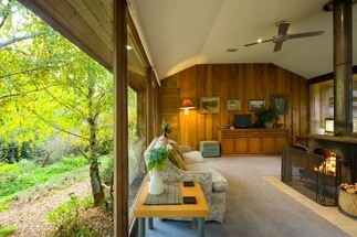 Accommodation: Musk Creek Hollow, Daylesford