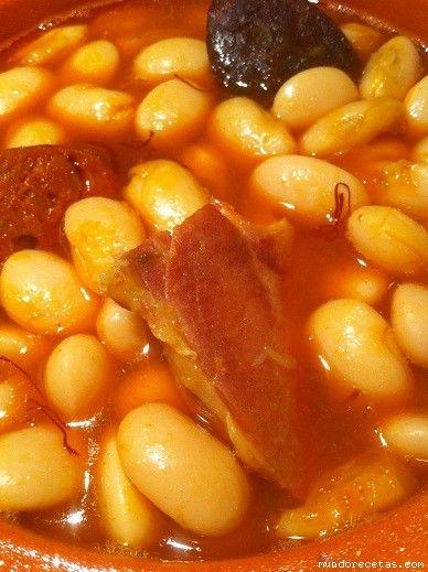 Fabada asturiana tradicionalIntroducción:Buenas!Comienza el otoño y llegan los primeros fríos. Aunque aquí en las Canarias la cosa es diferente. Aquí te acos...