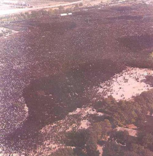 """28 years ago today, more than 10 million people attended Khomeini 's funeral, lined in a 20 mile route to the cemetery in scorching summer heat, at least 10 dead and 400 badly hurt [[MORE]] From Wikipedia: """" Ruhollah Khomeini died on 3 June 1989..."""