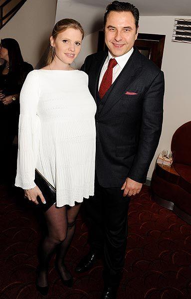 Lara Stone y David Walliams dan la bienvenida a su primer hijo #models