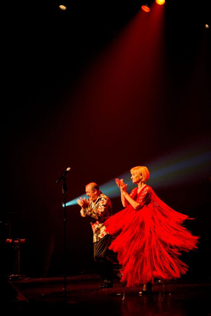 Recent verwierf het MoMu enkele kleurrijke jurken van het Belgische mode-icoon Ann Salens uit de garderobe van Nicole & Hugo. Dat vormt de directe aanleiding voor de tentoonstelling Nicole & Hugo. Swinging Ann Salens.
