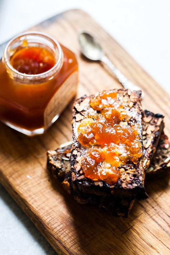 Niezwykły chleb bez grama mąki / Gotuje, bo lubi - flourless nut and seed bread, use Google Translate to get the recipe. Well worth the effort to translate
