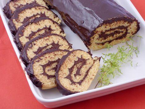 A receptben leírt rizslisztes piskótatészta alkalmas tortalapoknak, fatörzs torta elkészítéséhez is.A rizslisztes piskótatészta elkészítésének hozzávetőleges költsége a csokibevonattal együtt, a töltelék nélkül 550-570