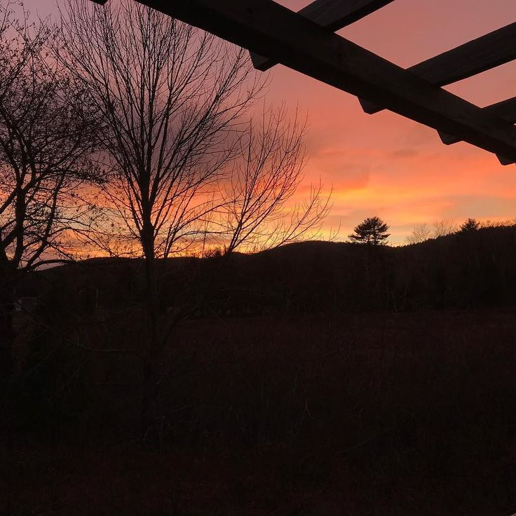 Beautiful late Autumn sky at #windsorchair #redskyatnight #lincolnville #maine #taketime #enjoylife