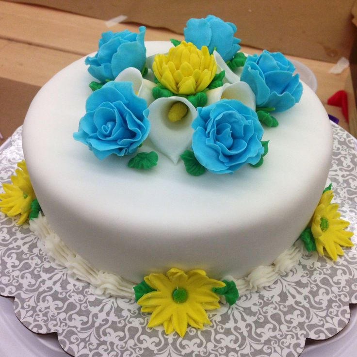 Wilton course 3, class 3. Fondant covered cake with ...