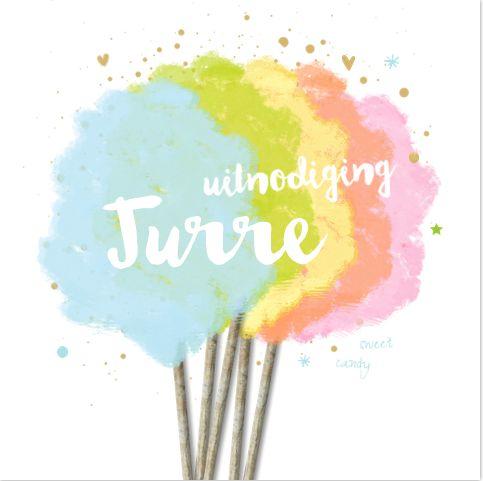 Schattige verjaardaguitnodiging voor een jongen. Met vrolijk getekende regenboog suikerspin, met speelse spetters, hartjes en sterren. Het kaartje is geheel zelf aan te passen. Gratis verzending in Nederland en België.