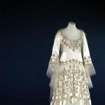 25 best ideas about norman hartnell on pinterest robe for Wedding dresses norman ok