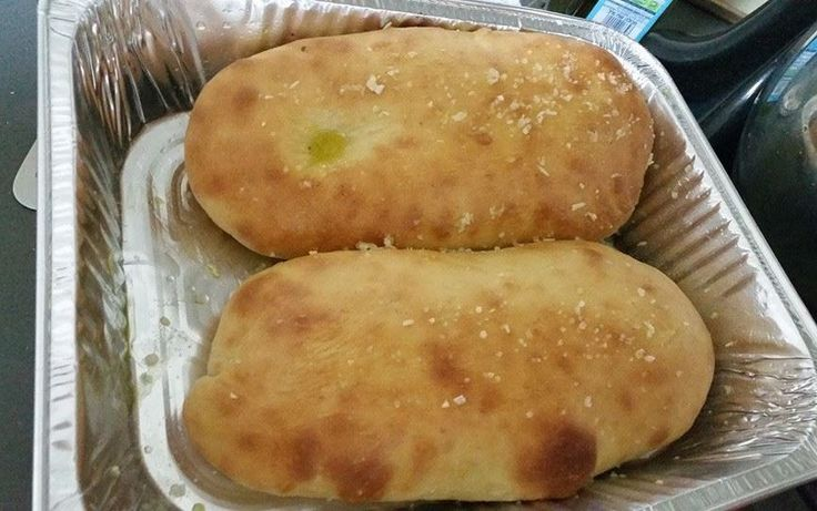 מתכון קל ובטוח ללחם פוקצ'ות מדהים ואוורירי. לשים מספר מצרכים בסיסיים ומתקבלות פוקאצ'ות אווריריות מבפנים ועם קראסט פריך מבחוץ. מתכון ללחם פוקצ'ה מנצח.