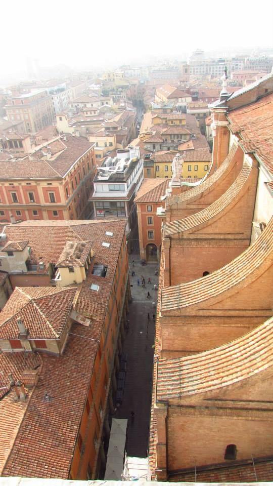 Bologna vista dalla cattedrale di San Pietro in via Indipendenza foto di Giuseppe Foderà
