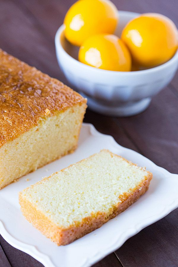 Getränkter Zitronencake - Swiss lemon loaf cake.