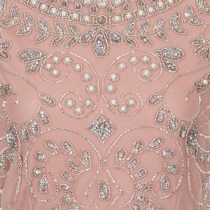 ビジューオープンバック・キャップスリーブドレス(ブラッシュピンク)首元から胸元、ウエストラインに沿って、柔らかく流線のスパンコールのラインが美しい上品なドレス。 #Bridesmaid #Wedding #Dress #Pink #Pastel #Sequin