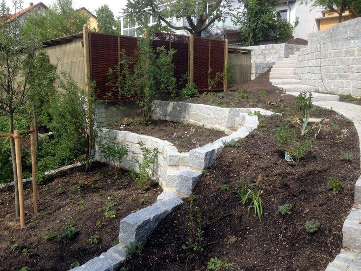 Garten In Hanglage Terrasieren So Konnen Sie Einen Hang Abfangen Garten Terrassieren Hanggarten Terrassengarten Gestalt Garten Am Hang Terrassengarten Garten