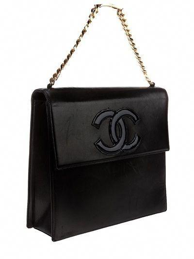 fcf91d3440feb8 Chanel Vintage Logo Bag - Rewind Vintage Affairs - farfetch.com - StyleSays  #Chanelhandbags