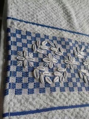 Bordado em tecido xadrez - Amostra de Bordado (Detalhes sobre o bordado... Visitar) by rosalind