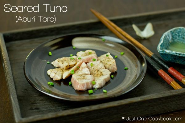 Mouthwatering seared Otoro tuna recipe, super fatty tuna belly seared with blow torch, enjoy with yuzu extract and garnish with green onion.