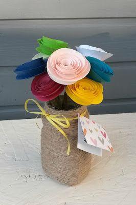 The Catelier - amintiri pentru 9 vieti- Aranjament rozete din hartie, vas imbracat in fir de canepa si un mesaj secret.