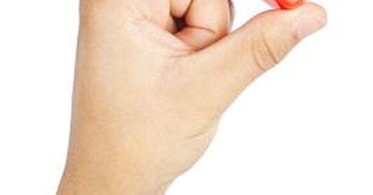 """Cómo realizar formas de corazón utilizando tu teclado. El símbolo del corazón es un glifo utilizado en muchas culturas para indicar amor, romance y admiración. Si lo deseas, puedes crearlo con tu teclado usando códigos de la tecla """"Alt"""" o con emoticonos. Únicamente los ordenadores básicos de Windows son capaces de crear un símbolo de corazón utilizando la primer opción, pero cualquier ordenador o ..."""