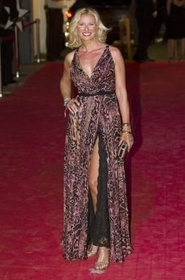 Anne Igartiburu con raja en el vestido