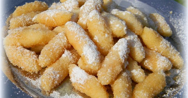 Šúľance najobľúbenejšie jedlo mojich detí. SUROVINY : 200 g polohrubej múky, 250 g tvaroh jemný, soľ, vajíčko, cukor, strúhanka...