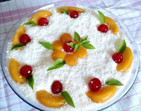 O Pavê de Pêssego Para o Natal é uma sobremesa fácil de fazer, deliciosa e que vai enfeitar a sua mesa e encantar os seus convidados. Não perca!
