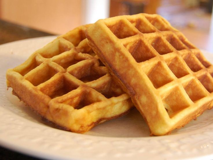 Denedik, tattık, en lezzetli waffle hamuru tarifi bu!