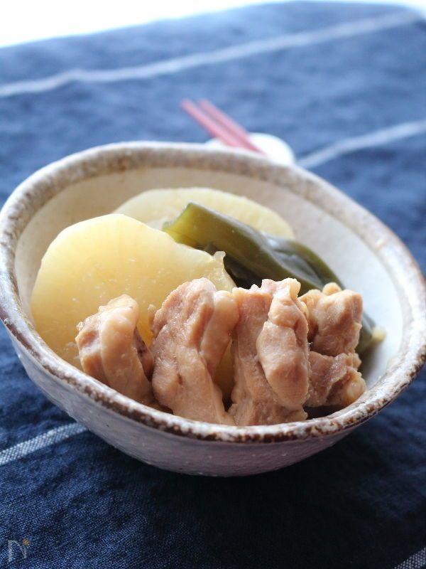 メインにも副菜にもなる一品。寒い冬、この絶妙なあつあつ加減がたまりません!    圧力鍋で炊いた大根はまさに絶品!  箸の通りもよく、絶妙な柔らかさになります。    そこに鶏肉を加え、シンプルだけど旨味を凝縮した煮物を作りました。
