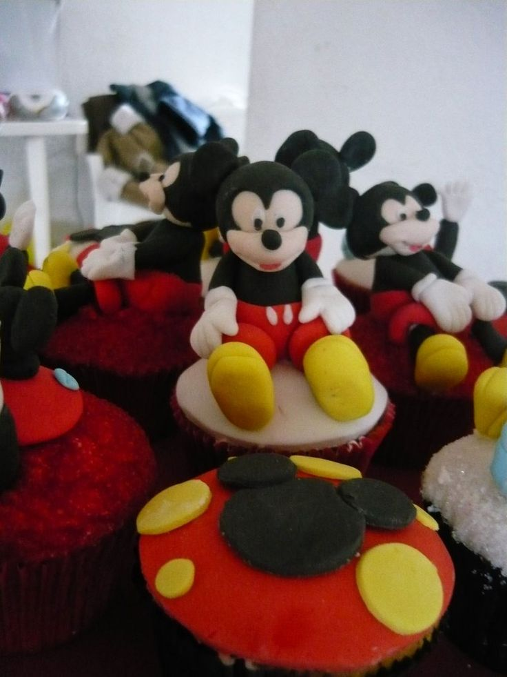 Cupcake Mickey mouse.