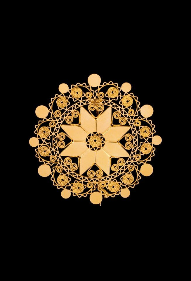 """Spilla """"sole di Dorgali"""".  Questo Gioiello in oro Filigrana è detto """"a lustrino"""" Giesse Cagliari"""