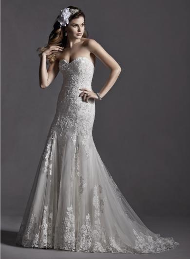 """Sottero&Midgley MARLOW - Úzke svadobné šaty v """"A"""" línii, ktoré zdobí romantická čipka zvýraznená Swarovski kamienkami."""