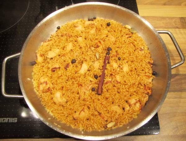 Persisches Hähnchen mit Safran und Nüssen