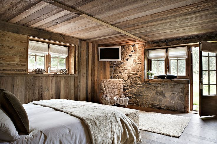 Ferme ANJUNA Megve - exposed stone walls and classic farmhouse windows - lovely creation of an intimate space is a relatively simple room.  * Like the stone wall with wood shelf