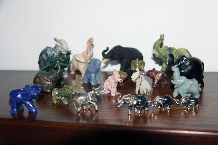 Collezione di piccoli elefanti acquistati in anni diversi, principalmente in Argentina e Brasile