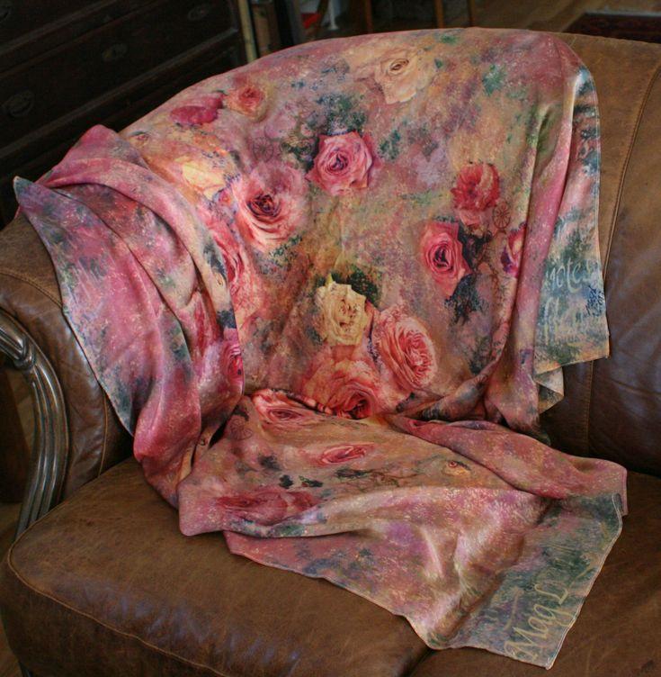 Rose garden inspireret at Bon Jovi Bed of Roses. Trykt på silkesatin efter decoupagemaleriet af samme navn. Et hav af gule, pink og orange roser. 135x165cm