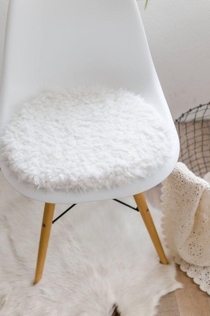 sitzkissen fr eameschair aus weiem kunstfell limitiert - Eames Chair Sitzkissen