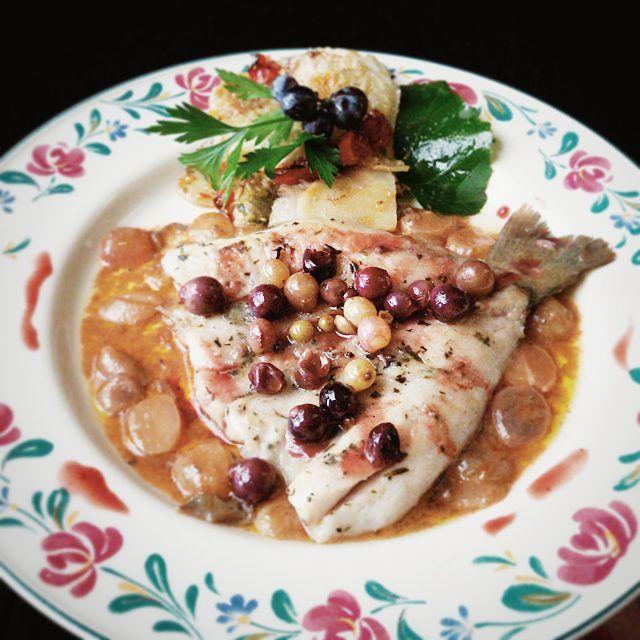 Filetti di Persico con uva agresto e fagiolina #grenacheday #agresto #fagiolina #persico #pesce #fishfood #slowfood #saporidivendemmia #trasimenosapori #wine #foodtasting #saporidivendemmia #trasimenosapori #trasimenolake #trasimenofood #trasimeno #localfood #tipicalfood #lunch #dinner #delish #delicious #lacquario #umbrians #umbria #umbriafood #italy #fooditaly #castiglionedellago #trasimenofood #top_food_of_instagram #gastronogram #igersubmbria by ristorantelacquario