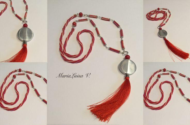 Collana serie Marocco - 2 - tecnica herringbone Componenti in argento - disco in alluminio- perline Miyuki 11/0 - perle corallo di bambù - creazione di MariaLuisa V.