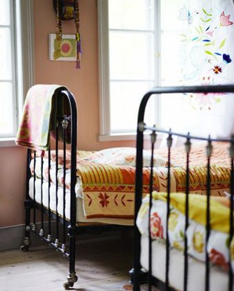 Black wrought iron bed whites creams light sage green light pinks and black wrought iron retro - Reasons choose wrought iron bed ...