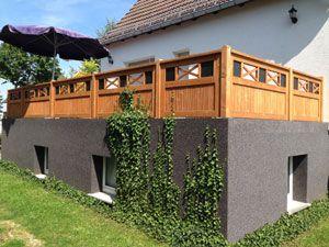 Sichtschutzzaun aus Holz richtig pflegen und streichen – So geht's!