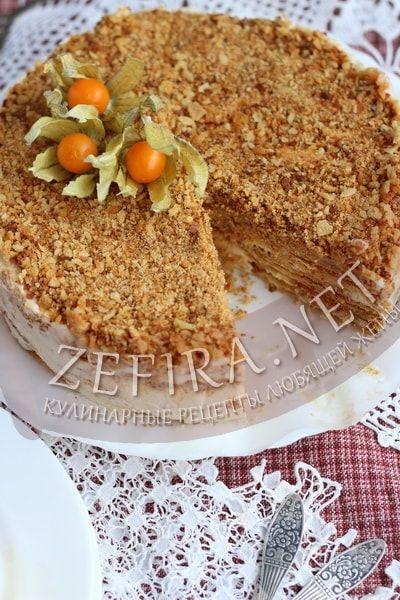 Медовый торт на сковороде со сметанным кремом - рецепт и фото