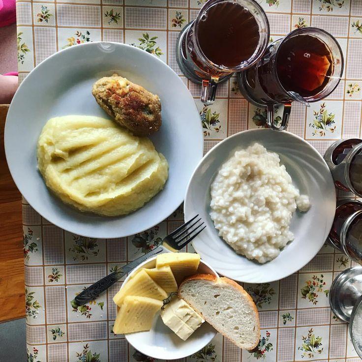 После активной зарядки нужно плотно подкрепиться, у нас на завтрак рисовая каша, рыбная котлета с картошкой , бутерброд с маслом и сыром и чай. #завтракnextcamp #nextcamp