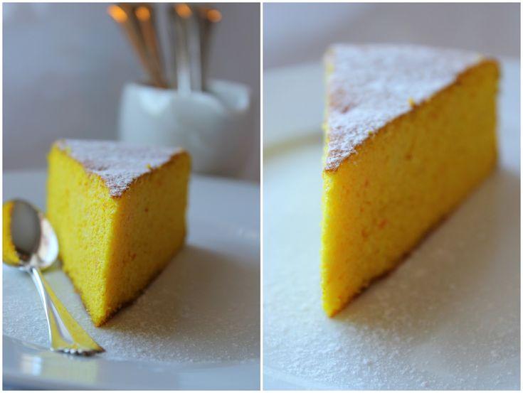 """Dette er en lavkarbo-variant av den klassiske italienske kaken """"Torta all'arancia"""". Originalen lages med hvetemel, men jeg har erstattet det..."""