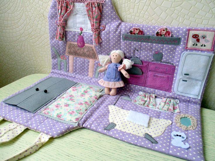 В этой публикации я и моя дочка Ирина Четырбок (психолог, мама четырех девочек) поделимся идеей создания домика-сумочки для куколки. Подсмотренная где-то в интернете, идея сделать игрушку, которую ребенок всегда может взять с собой, очень нас вдохновила. Итак, начинаем. Дети живут в стране Фантазии, наполняют смыслом каждую прожитую минуту, одушевляют неживое, вдыхают новую жизнь в старое, прид…