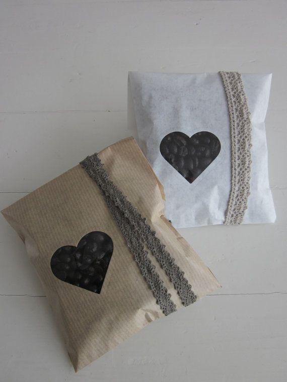 Favor bags --- Kraft papieren zakjes met klein hart venster set van 20 van Natron kraft/ouderwetse marktzakjes --- Voor je bruiloft of verjaardagsfeest