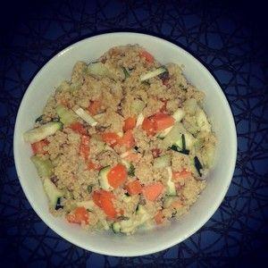 Couscoussalat ist ein perfektes Läuferessen: viele Kohlenhydrate, pflanzliches Eiweiß - und fix zubereitet. Mit diesem Rezept gelingt er immer!