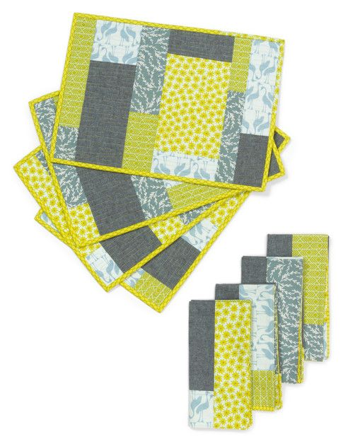Colorblock Placemats and Napkins designed by Elizabeth Hartman. Features Pond by Elizabeth Hartman, shipping to stores January 2017. FREE pattern available in January 2017 (robertkaufman.com) #FREEatrobertkaufmandotcom