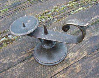 Vintage ancella tinta bronzo ottone antico candela titolare / old articoli per la casa / rustico cucina Decor / candeliere in ottone massiccio / da collezione B3