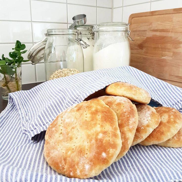 "103 gilla-markeringar, 7 kommentarer - Himmelskabakdelar (@himmelskabakdelar) på Instagram: ""Tekakor med havregrynsgröt efter systers recept. 3 dl havregryn 5 dl vatten 0.5 dl socker 0.5…"""