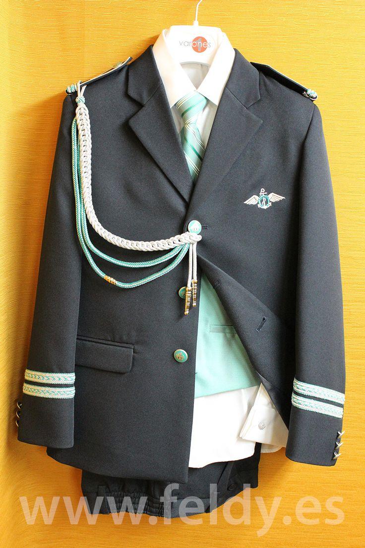 Traje de comunión de niño de almirante de gala de cuello solapa de Varones 2015 modelo 2022A. Chaqueta y pantalones en color azul marino con detalles en plata y verde.
