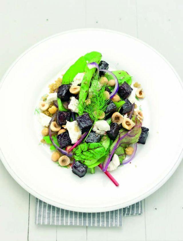 Insalata di quinoa e barbabietole con ceci e nocciole Ricetta e foto di Barbara Toselli Tratta dalla rivista Cucina Naturale